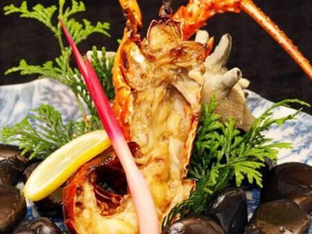 夕食一例:地元産の新鮮な伊勢海老を鬼殻焼きで