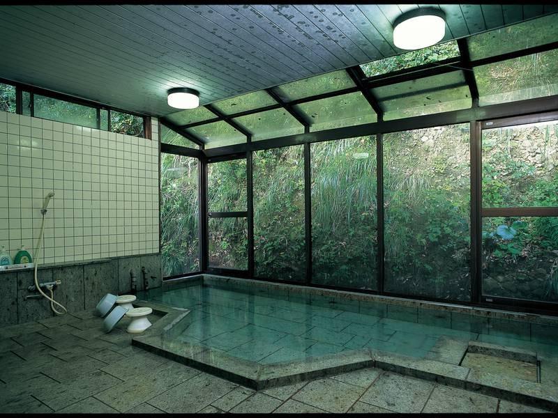 【大浴場】伊豆石ならではの質感を楽しみながらの入浴を堪能