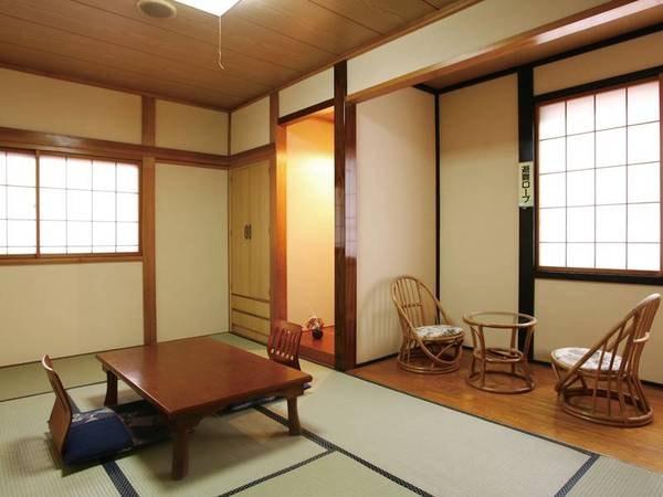 【和室/例】清潔感ある和室をご用意。窓からは鮮やかな山々を望む