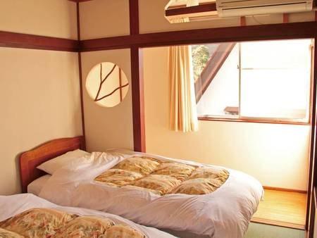 【ツインベッド和室/例】シンプルなツインベッド客室をご用意。布団でなくベッドを希望の方はこちらへ