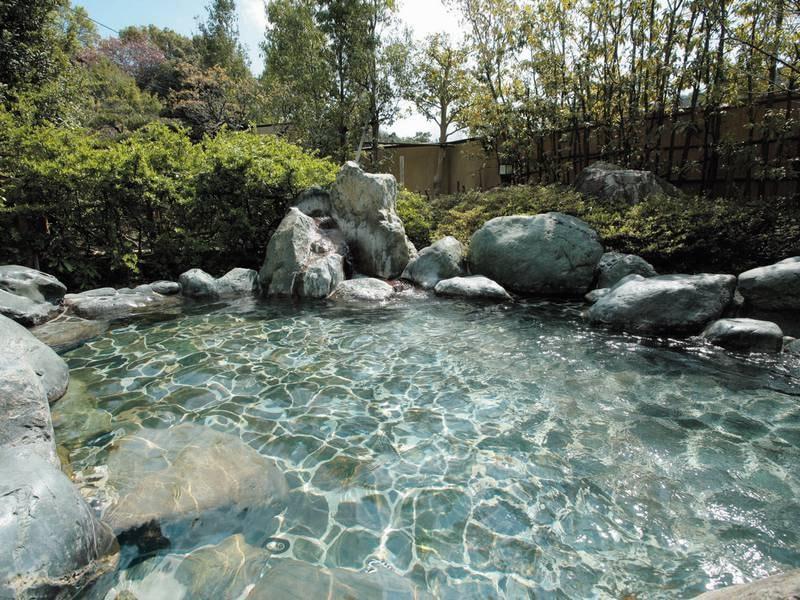 【露天風呂】ジャグジーや寝湯、打たせ湯、サウナなど種類も豊富