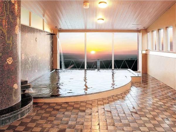 【大浴場】最上階から望む朝日は絶景!