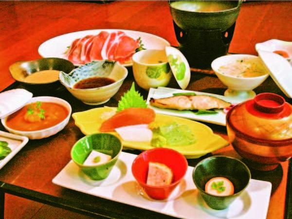 【夕食/例】肉厚で旨みたっぷりの豚しゃぶがメインの御膳をお部屋でゆったり
