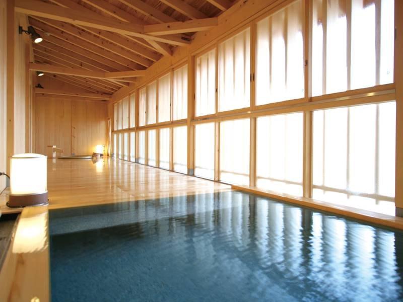 【貸し切り風呂】総ヒバ造りの趣豊かな湯殿