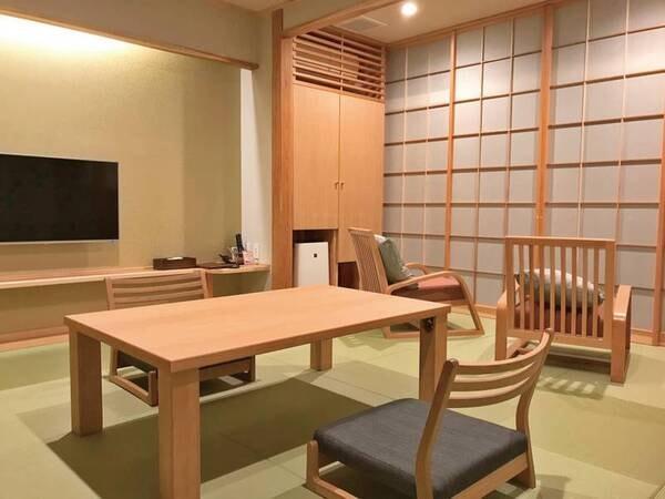 【本館4階和室(喫煙)/例】高座椅子にテーブルの和室(2019年夏リニューアル)