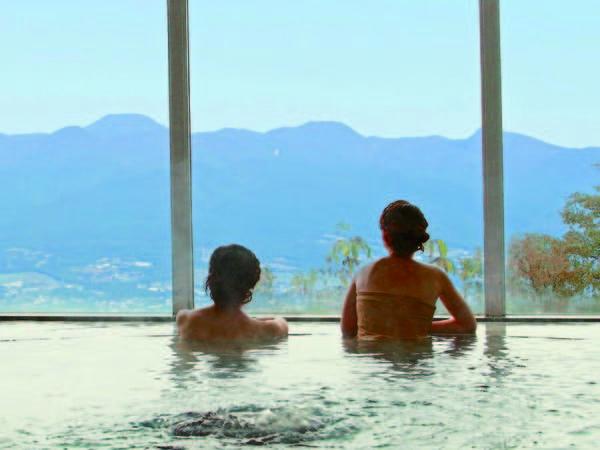 【パノラマ展望大浴場】標高800mの最上階展望風呂から上州の山々を望む