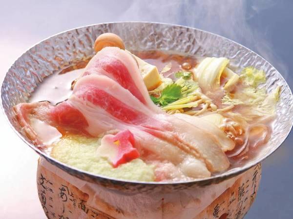 【地産会席/例】「和豚もちぶた」を使用した鍋