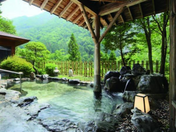 【露天風呂】山並み一望の絶景露天風呂