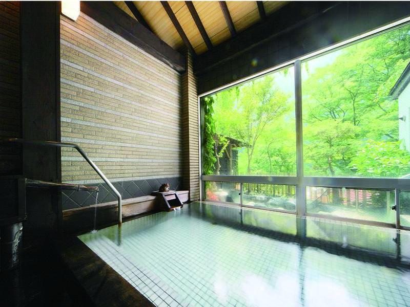 【大浴場】2種の源泉より掛流される自慢の湯をたたえる