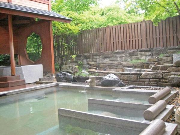 【露天風呂】流れる水の音を聞きながら自然を肌で感じる