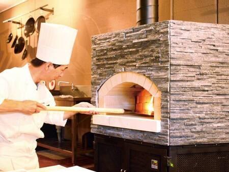 【バイキング/例】専用の窯で焼くピザ