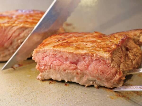 【バイキング/例】人気の一品!アツアツ牛肉の鉄板焼
