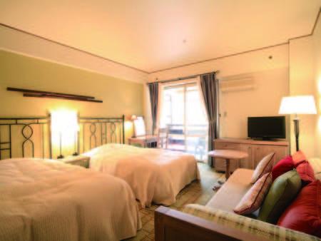 【客室/例】落ち着いた雰囲気の洋室はソファとベッドで寛げる