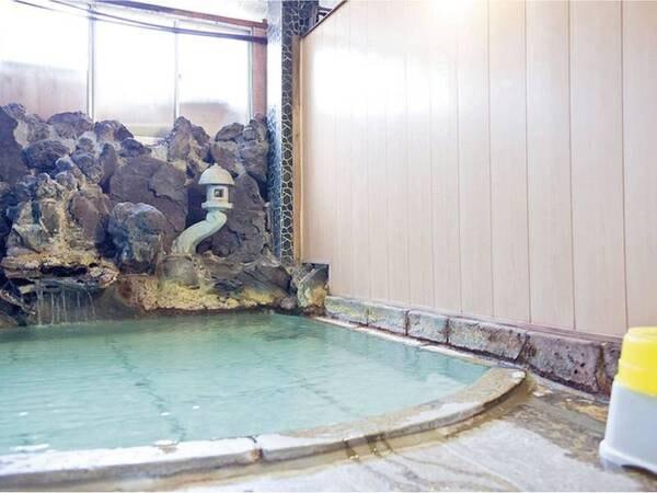 【大浴場】湯畑より引湯している自慢の岩風呂