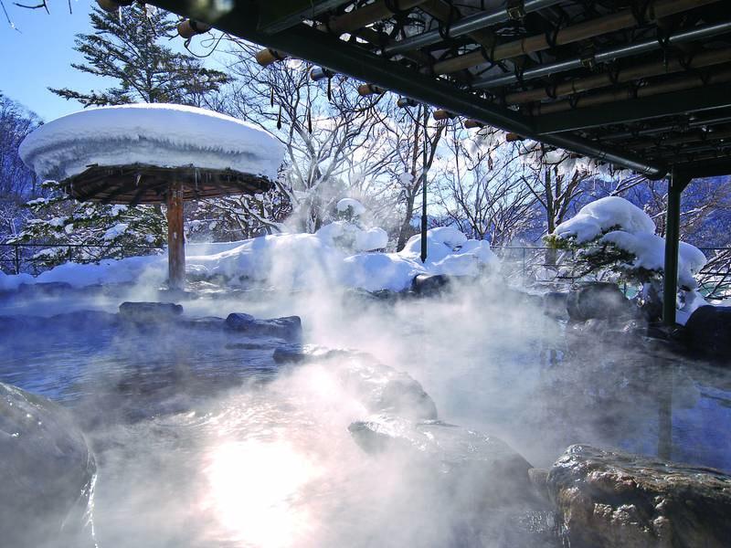 【露天風呂/冬】四季折々に違う景色を満喫!大自然の中で心ゆくまで湯浴みを