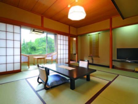 【山側和室/例】10畳の和室は昭和レトロの趣