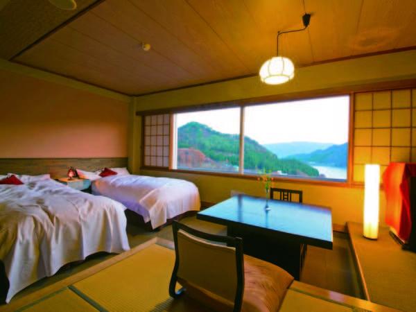 【湖側和洋室/例】赤谷湖を望む和洋室へご案内