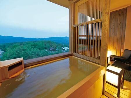 【露天風呂付客室・和洋室/例】客室に露天風呂付の広々とした和洋室