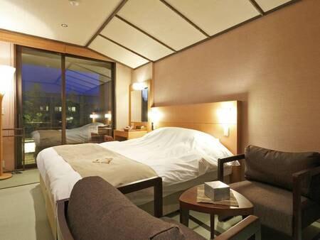 【ダブルベッド/例】24㎡のお部屋に幅180cmのダブルベッドを設置