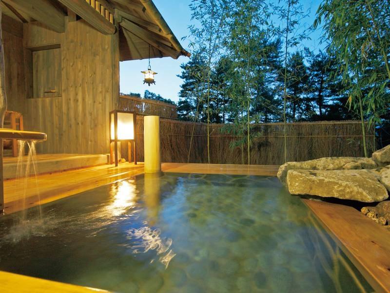 貸切風呂【竹座】3か所ある貸切露天風呂は空いていれば無料で利用可能