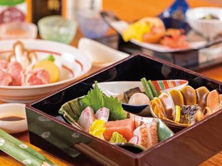 【夕食/例】テーブルにお膳もご用意、ビュッフェコーナーもあり