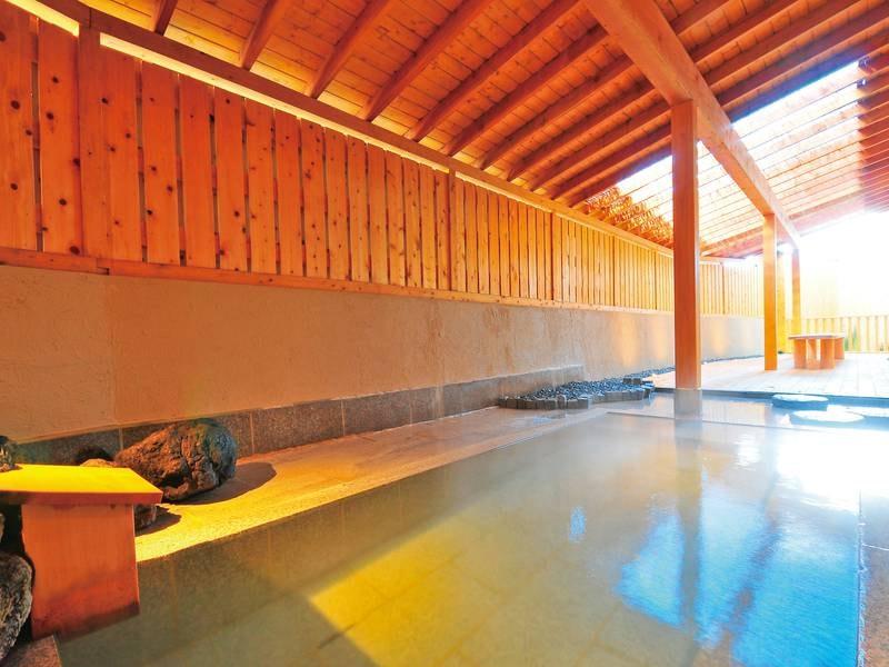 【大浴場 弐の湯】草津の中でも希少な湯畑から引いた源泉を使用した大浴場(かけ流し)