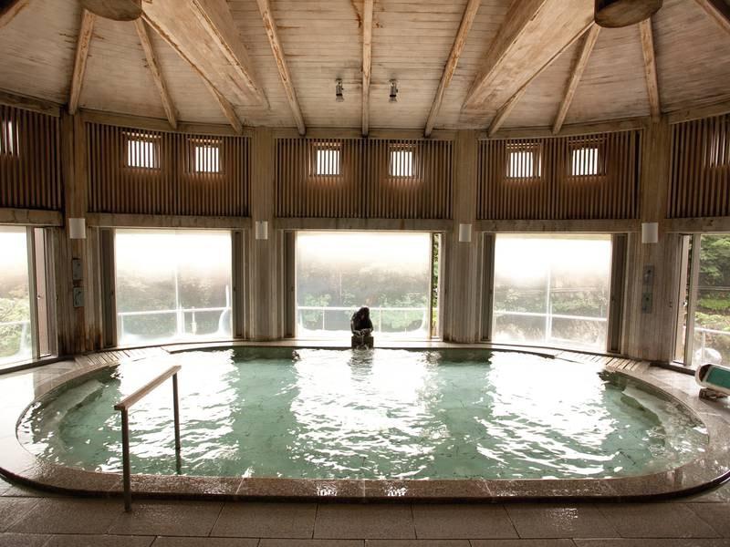 【水晶風呂(ひばの湯)】建物に奥利根地方特産のひばを使用