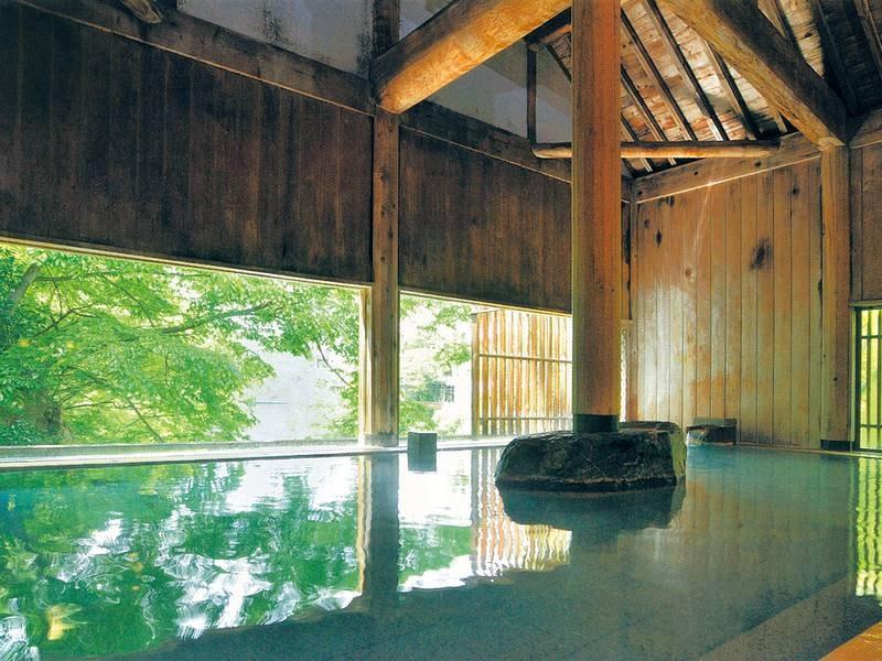【牧水の湯/内湯】昭和2年に建てられた水上館の貴重な建築をそのまま残した湯殿