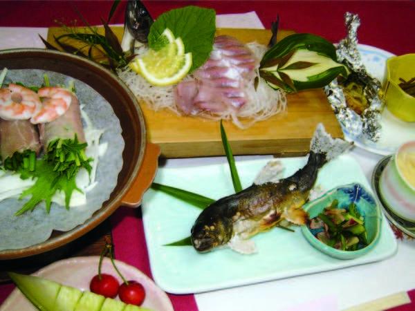 【夕食/例】岩魚(or鮎)料理と自家菜園で作られた野菜を中心とした山の幸会席