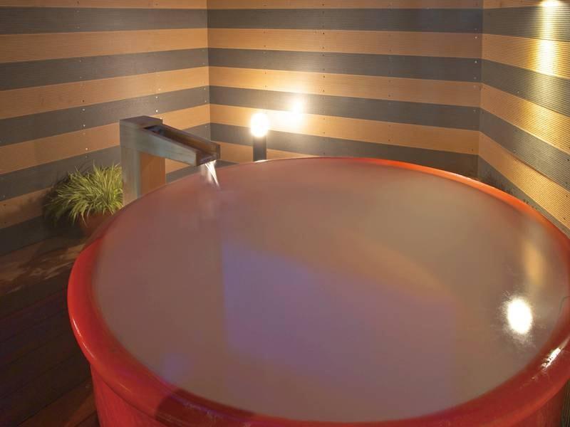 【露天風呂】陶器風呂
