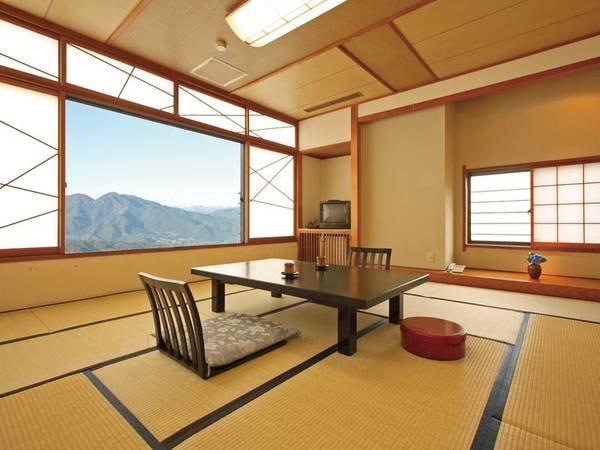 【眺望絶景和室/客室一例】群馬の自然を大いに感じられる客室