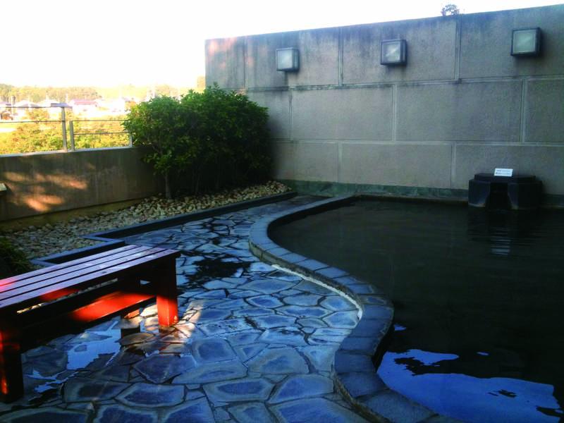 【露天風呂】滑らかな泉質が自慢・利根川を望む開放感抜群の露天風呂