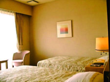 【ツイン洋室/例】利根川を望む明るいツイン洋室