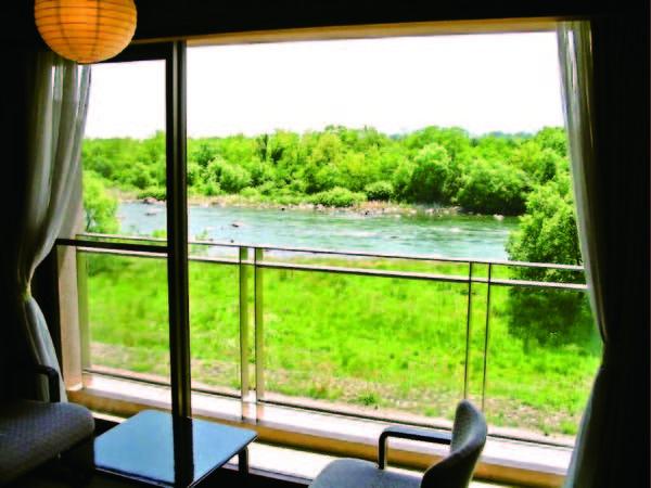 【客室からの眺望/例】全室より赤城の自然を背景に清流・利根川を望む