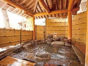 【露天風呂】赤谷湖を眺めゆったりとくつろぐ