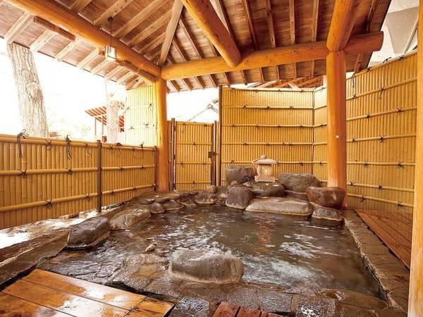 【ル・ヴァンベール 湖郷】温かなおもてなしが好評の湖畔に佇む緑あふれる全16室の宿。4つある貸切露天風呂は空いていれば何度でも無料で利用可能!