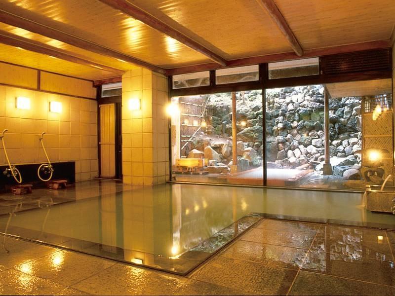 【大浴場】湯畑源泉を贅沢にかけ流す広々とした大浴場