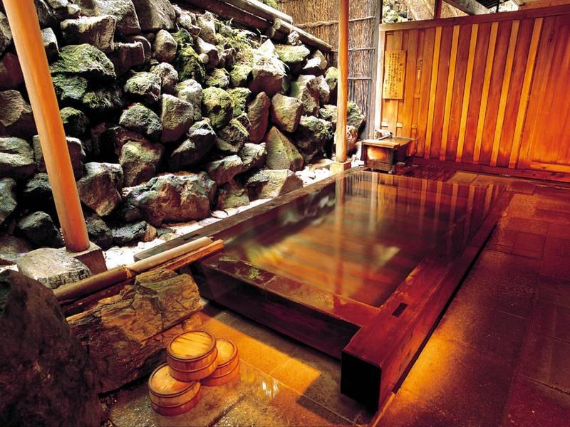 【露天風呂】檜の香りが心地よい露天風呂