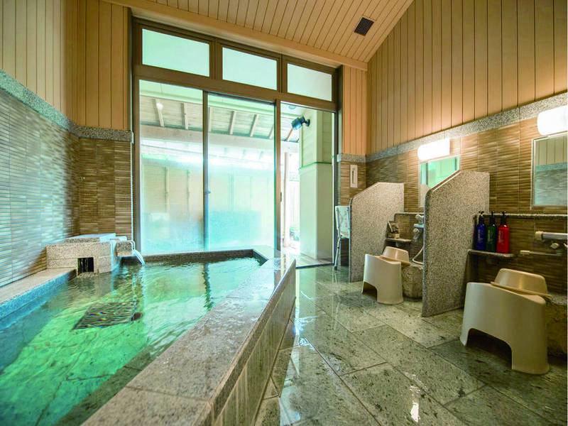 【貸切風呂・かかあ天下】内風呂と露天風呂2つの浴槽※有料