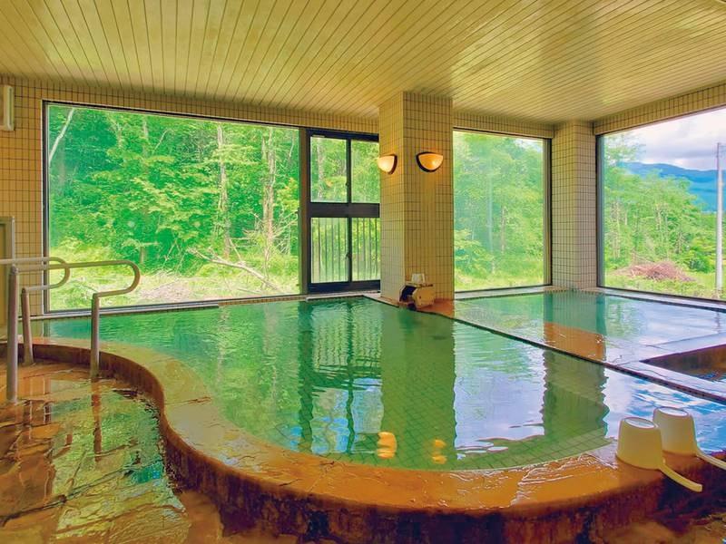 【大浴場】湯量豊富な温泉を楽しむ