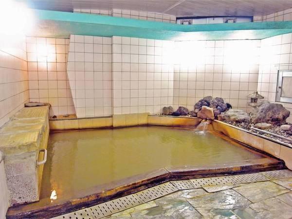 【浴場】伊香保温泉特有の「黄金の湯」を源泉100%かけ流し