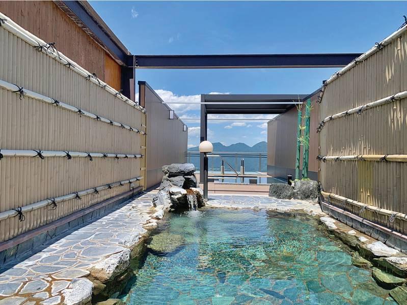 【露天風呂】8階の高さより赤城山・子持山など雄大な景色を望む