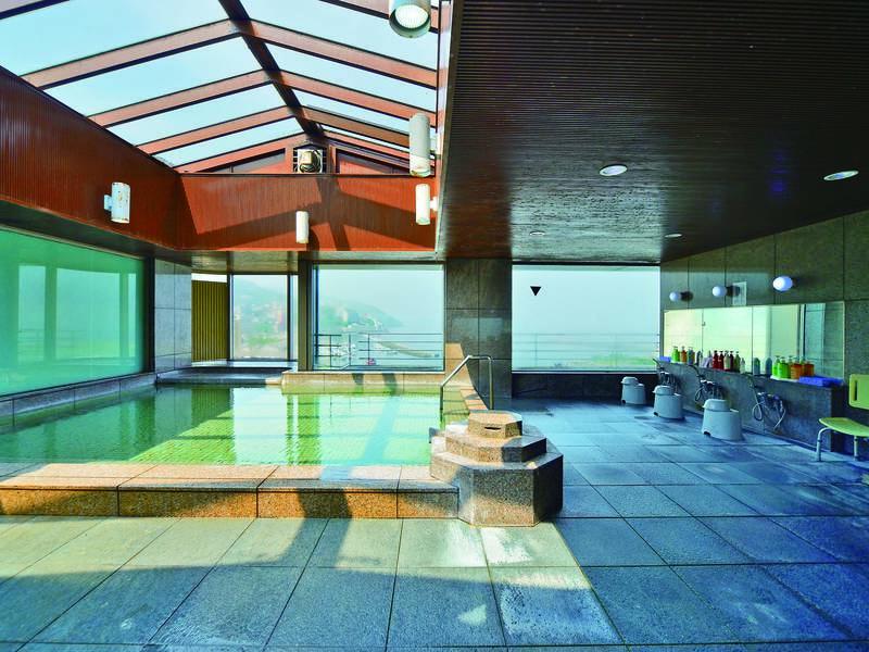 【大浴場】相模湾を一望しながら良泉を楽しめる最上階大浴場