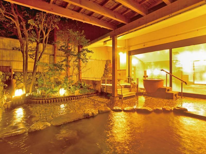 【露天風呂(あやめの湯)】心地良い季節の風を感じながら温泉に浸る贅沢