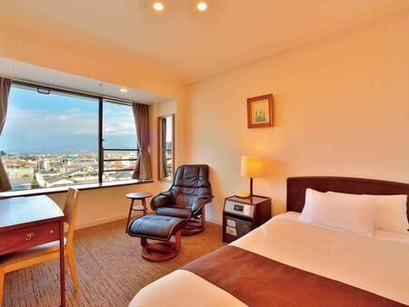 【シングルルーム(18㎡)/例】1名様専用客室。ベッド幅は122cm長さは203cmとゆったりセミダブルサイズ!