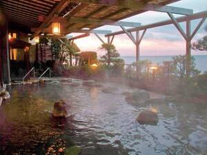 【露天風呂】絶景の相模湾を望みながら豊富な自家源泉を存分に味わう