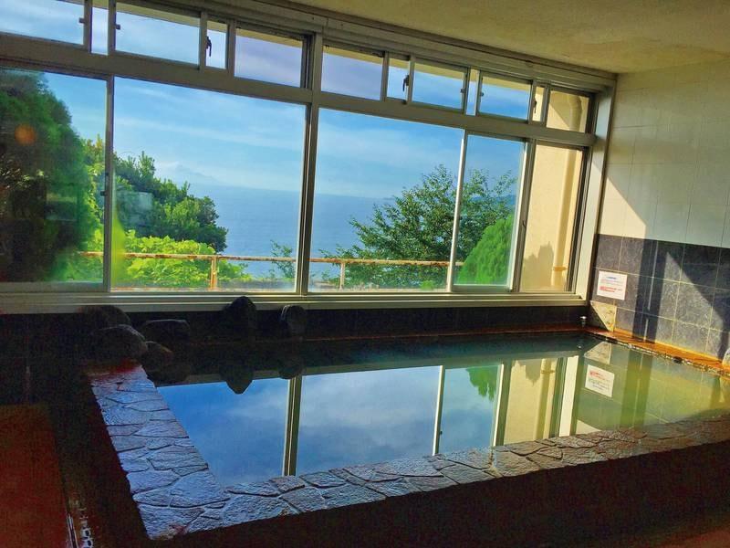 【大浴場「オーシャン」】海一望の展望岩風呂で源泉かけ流しの温泉を堪能
