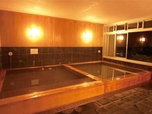 【大浴場「檜」】浴槽、洗い場壁面を総檜張りにした贅沢な空間でリラックス!