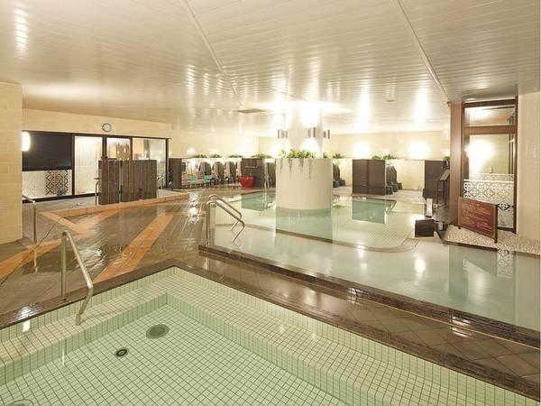 【大浴場】広々とした大浴場でゆったりくつろぐ