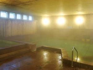 【大浴場「桧の湯」】桧の香りが漂う心温まる空間